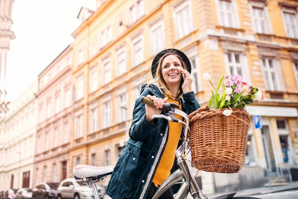 Bądź modny, bądź praktyczny, bądź eko! Kosz na rower z wikliny –  funkcjonalny dodatek dla każdego